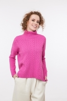 Cable knit pullover with cashmere rose
