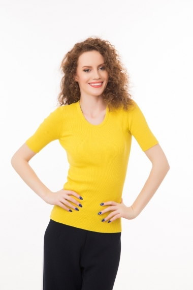 Ribbed top with short sleeves