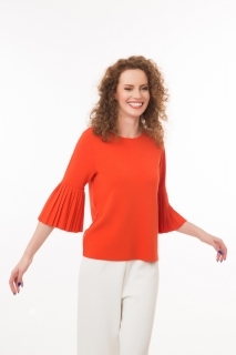 Knitted top with pleated sleeves