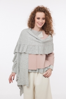 Fine knitted scarf with ruffles